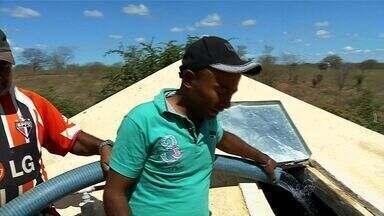 Água que abastece o município de Campo Sales vem do sertão de Pernambuco - Abastecimento no município cearense é feito através de carros-pipa.