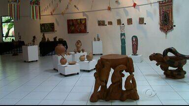 Exposições de Artes sobre comunidades indígenas são realizadas em Maceió - Curador da mostra Persivaldo Figueirôa fala sobre as duas exposições que estão acontecendo na capital alagoana.