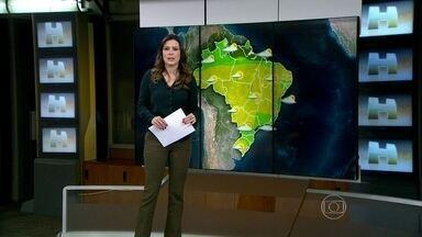 Volume do Sistema Cantareira continua baixo após chuva em SP - Mesmo chovendo bastante na cidade, o nível da Cantareira ainda está muito baixo: 18,7%. Deve chover até sexta-feira (11) em São Paulo, pois há a presença de áreas de instabilidade. Chove também entre o litoral do Ceará e o Amazonas.