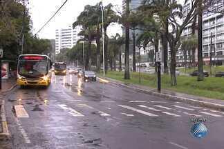 Salvador amanhece com chuva nesta segunda-feira (14) - Veja ainda a previsão do tempo para todo o estado.