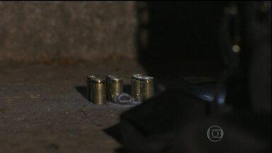 Quatro pessoas são executadas em São Paulo - Essa é a sexta chacina do ano na Região Metropolitana de São Paulo. Dessa vez, o crime aconteceu em Carapicuíba. As vítimas conversavam na rua, quando os assassinos chegaram em dois carros e começaram a atirar.