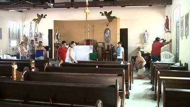 Casais se envolvem em atividades católicas e fazem homenagem à Nossa Senhora do Carmo - Um grupo, formado por diversos casais, se mobilizou para organizar a festa para a santa.