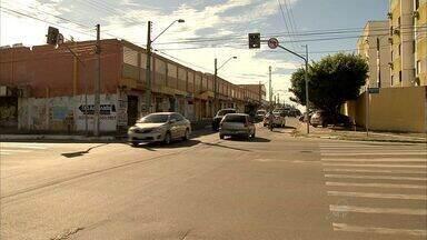 População reclama de assaltos em trecho no bairro Tancredo Neves - Uma mulher já foi baleada no final de semana.
