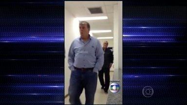 Executivo de empresa de ingressos ligada à Fifa se entrega no Rio - Raymond Whelan é suspeito de participar de uma quadrilha de cambistas. Ele estava foragido desde quinta (10), após sair do hotel Copacabana Palace.