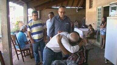 Vítimas de acidente serão enterradas nesta terça-feira (15) em Taquaritinga, SP - Pacientes seguiam para Araraquara para fazer hemodiálise quando motorista perdeu o controle e o carro capotou. Sete pessoas morreram.