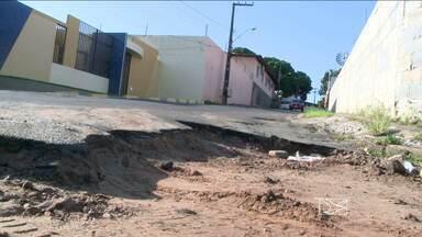 Moradores do Anil colocam casas à venda por causa de alagamentos na região - População diz que água chega a até dois metros de altura