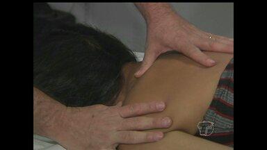 Dores no pescoço? Saiba mais sobre torcicolo - Veja como prevenir e como tratar.
