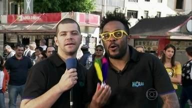 Marcelo Marrom e Victor Sarro invadem as ruas de São Paulo - Humoristas querem saber qual vai ser o esporte amado pelos brasileiros após a Copa do Mundo
