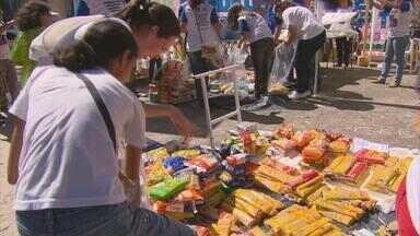 Semana de Jovens Espíritas de Pernambuco reúne mais de 200 pessoas - No domingo, grupo percorreu ruas recolhendo doações de alimentos para cestas básicas.