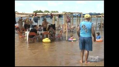 Praias de água doce, ao longo do Rio Tocantins, atraem o público - Na Região Tocantina todos os anos, neste período, a população aproveita as belezas naturais das praias de água doce, ao longo do Rio Tocantins.