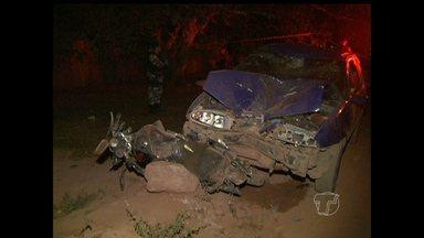Acidente entre moto e carro mata casal em Belterra, PA - Motorista fugiu do local com medo de ser linchado por populares. Segundo GTO, moto estava parada no acostamento.
