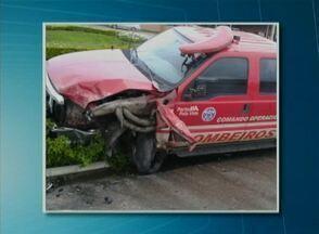 Dois homens morrem e uma mulher fica ferida após colisão entre carros - Acidente ocorreu neste domingo (20) na BR-423, em Garanhuns, no Agreste.