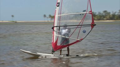 Temporada de ventos fortes ajuda na prática de esportes - Turma de esportistas estão cada vez mais animados.