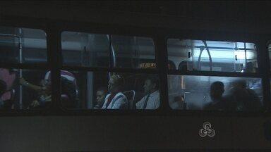 Bandidos fazem arrastão e roubam vários objetos em transporte coletivo de Porto Velho - Os homens estavam armados e levaram também o dinheiro das passagens.
