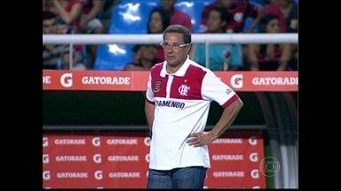 Vanderlei Luxemburgo volta a ser técnico do Flamengo - A direção do Flamengo confirmou que demitiu o técnico Ney Franco e contratou Vanderlei Luxemburgo pela terceira vez. O treinador será oficialmente apresentado nesta quinta-feira (24) e estreia no clássico contra o Botafogo, no domingo.