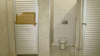 População reclama das condições dos banheiros públicos no Centro de Ribeirão Preto - Falta de manutenção afasta quem precisa utilizar as instalações.