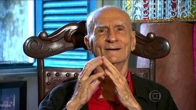 Suassuna revela trecho de poesia inédita em sua última entrevista à TV Globo - O escritor conseguiu mergulhar na alma do povo brasileiro. Suassuna fez entender que o erudito e o popular não são excludentes.