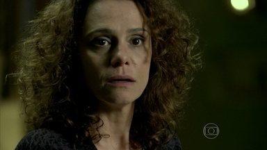 Eliane pensa em José Alfredo - Cristina percebe a aflição da mãe