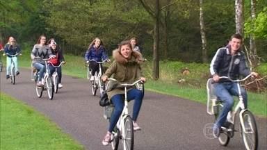 Maior parque holandês disponibiliza 1,8 mil bicicletas para frequentadores - Combate ao sedentarismo acaba sendo natural no Hoge Veluwe. Maioria dos Holandeses com mais de 60 anos pedalam 15 quilômetros por semana.