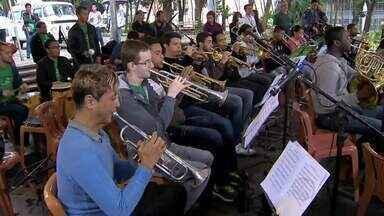 Banda Sinfônica leva ao Parque Halfeld repertório que vai do clássico ao popular - Festival de Música Colonial Brasileira e Música Antiga termina neste domingo (26).