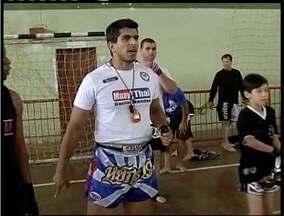 Aulão de muay thai é realizada para os apaixonados por artes marciais de Valadares - Aula contou com um professor renomado no esporte.
