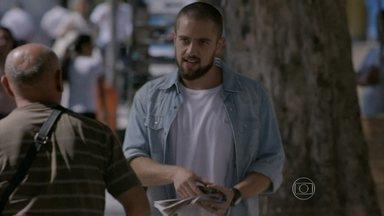 Vicente procura emprego - Ele decide tentar uma vaga no restaurante de Enrico
