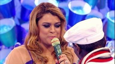 Preta Gil se declara para Riachão: 'É uma referência para mim' - No palco, cantora faz parceria com o sambista na música 'Cada Macaco no Seu Galho'