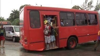 Moradores de Recife enfrentam ônibus lotados no segundo dia da greve dos motoristas - A justiça determinou que todos os ônibus devem circular nos horários de pico: início da manhã e fim da tarde. Mas não foi isso que aconteceu. A greve dos motoristas e cobradores é por tempo indeterminado.