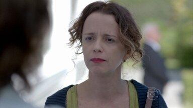 Lorraine enfrenta Maria Marta - Ela conta para a milionária que viu quando José Pedro atropelou seu irmão