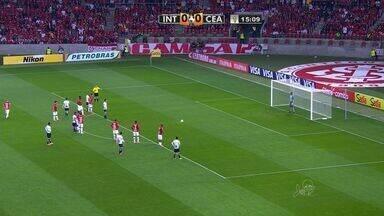 Magno Alves cobra pênalti e Dida defende! - Atacante do Vovô desperdiça penalidade no primeiro tempo.