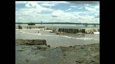 Fenômeno transforma lago em rio no leste do Amapá - O estranho fenômeno no município de Itaubal está assustando moradores. A força das águas está destruindo fazendas e plantações. Regiões que eram alagadas começaram a secar, prejudicando a natureza.