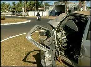 Carros batidos são expostos em ruas de Araguaína durante campanha de prevenção a acidentes - Carros batidos são expostos em ruas de Araguaína durante campanha de prevenção a acidentes
