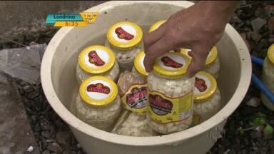 Polícia faz operação contra fraude em alimentos - Produtos eram mal armazenados e, pior, muitos tinham a data de validade alterada.