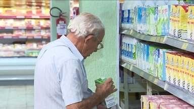 Preço do leite sobe acima da inflação na maioria das capitais - Em junho, o preço do leite subiu em 12 das dezoito capitais pesquisadas pela cesta básica do Dieese. Os maiores aumentos foram em Natal e Manaus. A média ficou acima da inflação no país.
