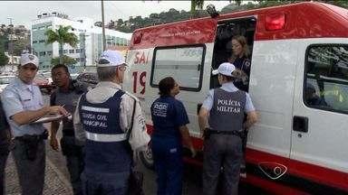 Adolescente de 12 anos é atropelada na Beira-Mar, em Vitória - Motorista disse que vítima e prima atravessaram fora da faixa de pedestres.