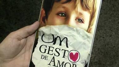 Jovem escritor alagoano lança primeiro livro com o título Um Gesto de Amor - O escritor Tony Ferr fala sobre a obra que caiu no gosto da crítica e despertou elogios.