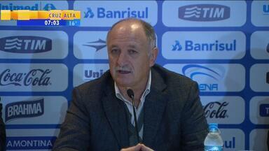 Esporte: Felipão é apresentado em coletiva de imprensa - Ao lado do presidente gremista Fábio Koff, Luiz Felipe Scolari respondeu perguntas dos jornalistas.