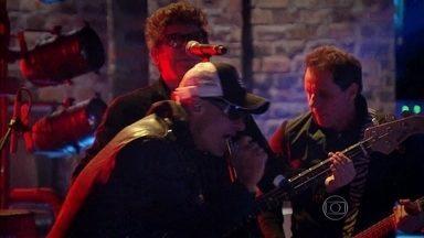 Titãs abre o Na Moral sobre Polícia com 'Fardado' - Ao lado de Pedro Bial, banda participa pela segunda vez do programa