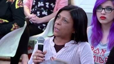 Professora alfabetiza adultos e conta histórias de superação - Grupo se dedica a ensinar e destaca alto número de analfabetos