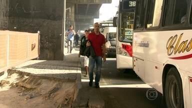 Mudança no trânsito na Zona Portuária causa transtorno no Rio - No sétimo dia de interdição da Rodrigues Alves, para a derrubada do último trecho da Perimetral, motoristas ainda estão tendo dificuldades para entender as mudanças no trânsito.