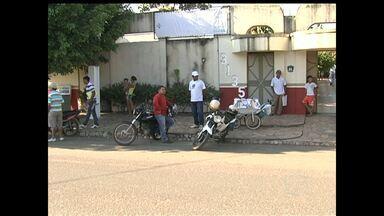 Polícia investiga assalto em frente ao ambulatório público - Três pessoas foram assaltadas na manhã de hoje quando aguardavam atendimento em um ambulatório público no bairro do caranazal.