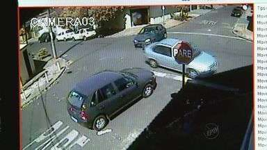 Imprudência coloca em risco os motoristas de Ribeirão Preto, SP - Cruzamento na Vila Virgínia é ponto frequente de acidentes.