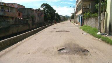Moradores pedem calçamento em rua de Cariacica, no ES - A prefeitura de Cariacica confirmou que a rua Anchieta está no orçamento participativo de 2012, só que mesmo com este tempo todo não há previsão de quanto as obras começam.
