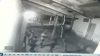 Imagens revelam a ação de bandidos em Campina Grande - Cinco pessoas estão envolvidas nesse crime, sendo dois adultos e três menores de idade.