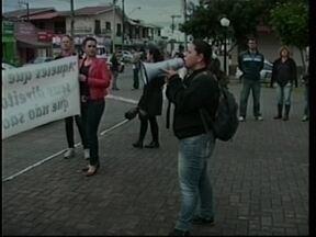 Professores reclamam de corte no vale alimentação em Capivari de Baixo - Professores reclamam de corte no vale alimentação em Capivari de Baixo