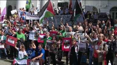 Passeata em Curitiba pede fim dos conflitos entre palestinos e israelenses - Participaram 600 representantes das comunidades árabe, muçulmana e cristã.