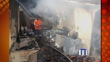 Incêndio destrói parcialmente pousada em São Sebastião, SP - Segundo relato de uma funcionária, incêndio começou na lavanderia. Nenhum hóspede estava na pousada; ninguém ficou feriu.