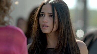 Tuane e Cristina se enfrentam na fila do presídio - Periguete tenta passar na frente dos outros, mas a jovem não deixa