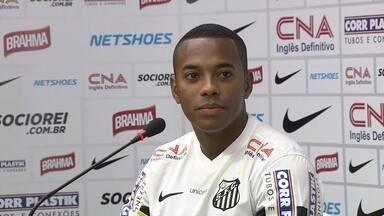 Robinho é apresentado pelo Santos e já fala em jogar o clássico - Jogador inicia sua terceira passagem pelo time da Vila Belmiro