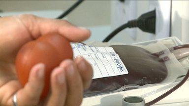 Doar sangue é ajudar a salvar vidas - Uma bolsa de sangue pode ser utilizada para ajudar até quatro pessoas. Mesmo com toda importância, os doadores de sangue estão cada vez mais escassos.